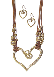 HAMMERED HEART AND MULTI CORD NECKLACE SET