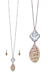 HAMMERED METAL AND FILIGREE LONG CHAIN NECKLACE SET