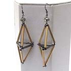 METAL CONNETED TUBS PYRAMID MOTIF DROP EARRING