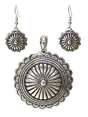 NAVAJO STYLE MAGNETIC PENDANT AND EARRING SET