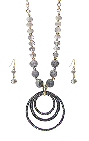 MULTI CRYSTAL RING PENDANT AND FACET GLASS BEAD CHAIN NECKLACE SET