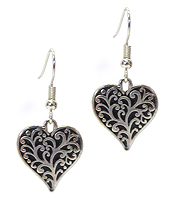 TEXTURE METAL HEART EARRING