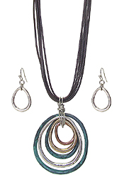 MULTI METAL TEARDROP PENDANT NECKLACE SET