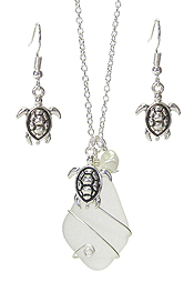 WIRE WRAP SEA GLASS AND PEARL PENDANT NECKLACE SET - TURTLE
