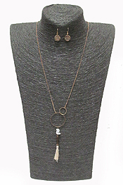 SINGLE CHAIN DUO LINKED CIRCLE POM POM DROP NECKLACE SET