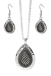 TEXTURED METAL TEARDROP PENDANT NECKLACE SET