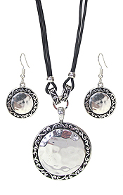 DESIGNER TEXTURED DISC NECKLACE SET