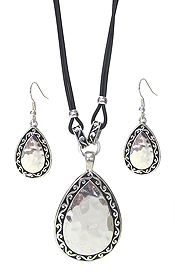 DESIGNER TEXTURED TEARDROP NECKLACE SET