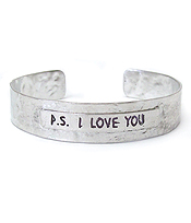 MESSAGE HAMMERED METAL BANGLE BRACELET - PS I LOVE YOU