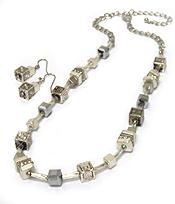 MULTI TEXTURE CUBE CHARMS NECKLACE SET