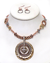 THREE RING LAYER WITH CRYSTALS TEXTURED METAL NECKLACE SET