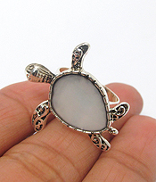 MOTHER OF PEARL TURTLE ADJUSTABLE RING