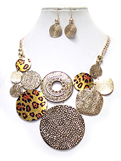 LINKED METAL DISKS WITH ANIMAL PRINT NECKLACE SET