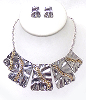 METAL CHAIN ON HAMMERED METAL PANNEL DROP NECKLACE SET