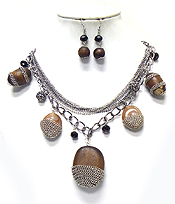 METAL CHAIN DECO WOOD NUGGET DANGLE MULTI LAYER NECKLACE SET