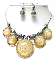 FIVE CASTING ROUND AND CERAMIC METAL CHAIN NECKLACE EARRING SET