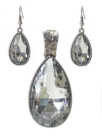 TEAR DROP FACET GLASS PENDANT AND EARRING SET