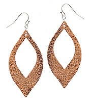 METALIC LETHER TEXTURED OPEN CUT EARRING