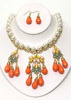 MULTI TEARDROP AND ARROWHEAD ACRYLIC STONE MIX DROP AND PEARL CHAIN NECKLACE EARRING SET