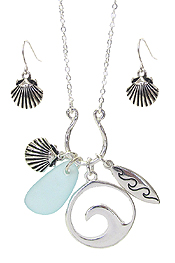 SEALIFE THEME GLITTERING PENDANT NECKLACE SET - SEA GLASS AND WAVES