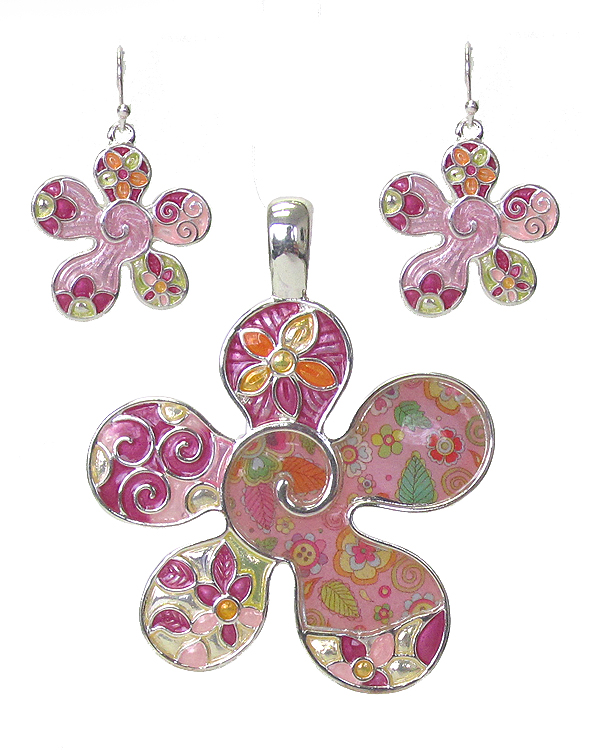 GRAFFITI ART STYLE FLOWER PENDANT AND EARRING SET