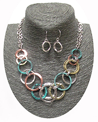 MULTI RING LINK NECKLACCE SET