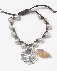 SAND DOLLAR CHARM AND PEARL CHAIN PULL TIE BRACELET