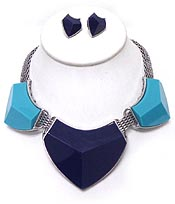 THREE LARGE STONES FLAT CHIAN NECKLACE SET