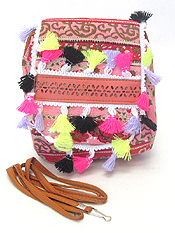 MULTI THREAD TASSEL ETHNIC MESSENGER BAG