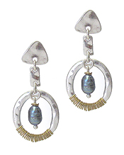 HAMMERED METAL RING AND FRESHWATER PEARL EARRING