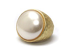 ROUND PEARL AND METAL HAMMERED STRETCH RING