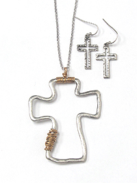 METAL CROSS AND WIRE WRAP NECKLACE SET