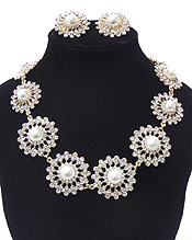 LUXURY CLASS VICTORIAN STYLE AND AUSTRIAN CRYSTAL LINKED FLOWERS AND PEARLS NECKLACE SET