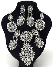 LUXURY CLASS VICTORIAN STYLE AND AUSTRIAN CRYSTAL LINKED MULTI FLOWER PARTY NECKLACE SET