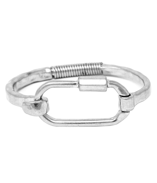 METAL OVAL BANGLE BRACELET