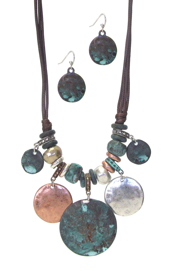 MULTI DISC DANGLE AND CORD NECKLACE SET