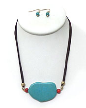 TEARDROP TURQUOISE STONE AND SUEDE NECKLACE SET