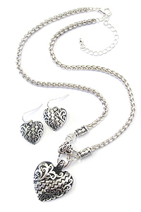DESIGNER TEXTURED HEART NECKLACE SET