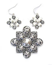METAL CASTING FLOWER PENDANT AND EARRING SET