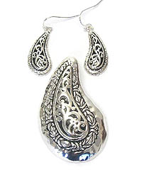 METAL CASTING PAISLEY PENDANT AND EARRING SET