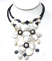 HANDMADE AND NATURAL MOTHER OF PEARL AND FRESH WATER PEARL TRIPLE FLOWER NECKLACE