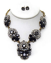 LINKED FLOWER WITH CRYSTALS NECKLACE SET