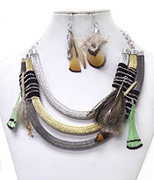 LAYERED MESH CHAIN AND FEATHER ACCENT NECKLACE SET