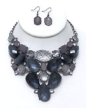 GLITTER AND SOLID STONES NECKLACE SET
