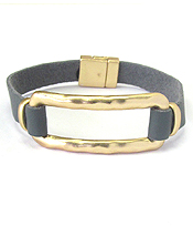HAMMERED METAL SQURE RING AND LEATHER BAND MAGNETIC BRACELET