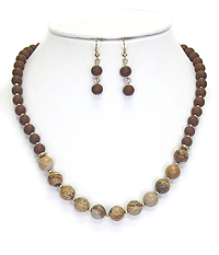 MULTI STONE AND WOOD BALL NECKLACE SET