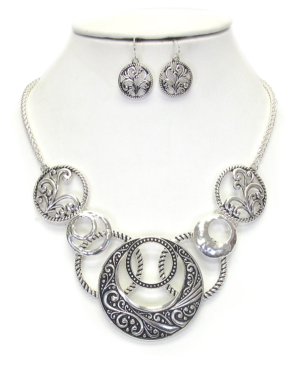 TEXTURED METAL  HOOP LINK NECKLACE SET