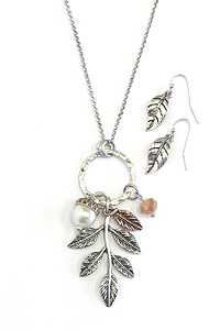 PEARL AND LEAF DANGLE PENDANT LONG NECKLACE SET