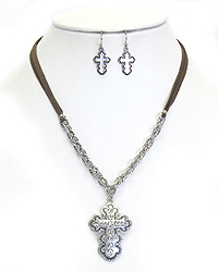 VINTAGE CRYSTAL CROSS PENDANT SUEDE NECKLACE SET