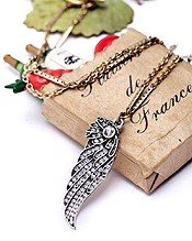 BOUTIQUE STYLE CRYSTAL ANGEL WING PENDANT NECKLACE